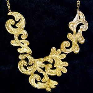 "14-24"" Gold statement necklace"
